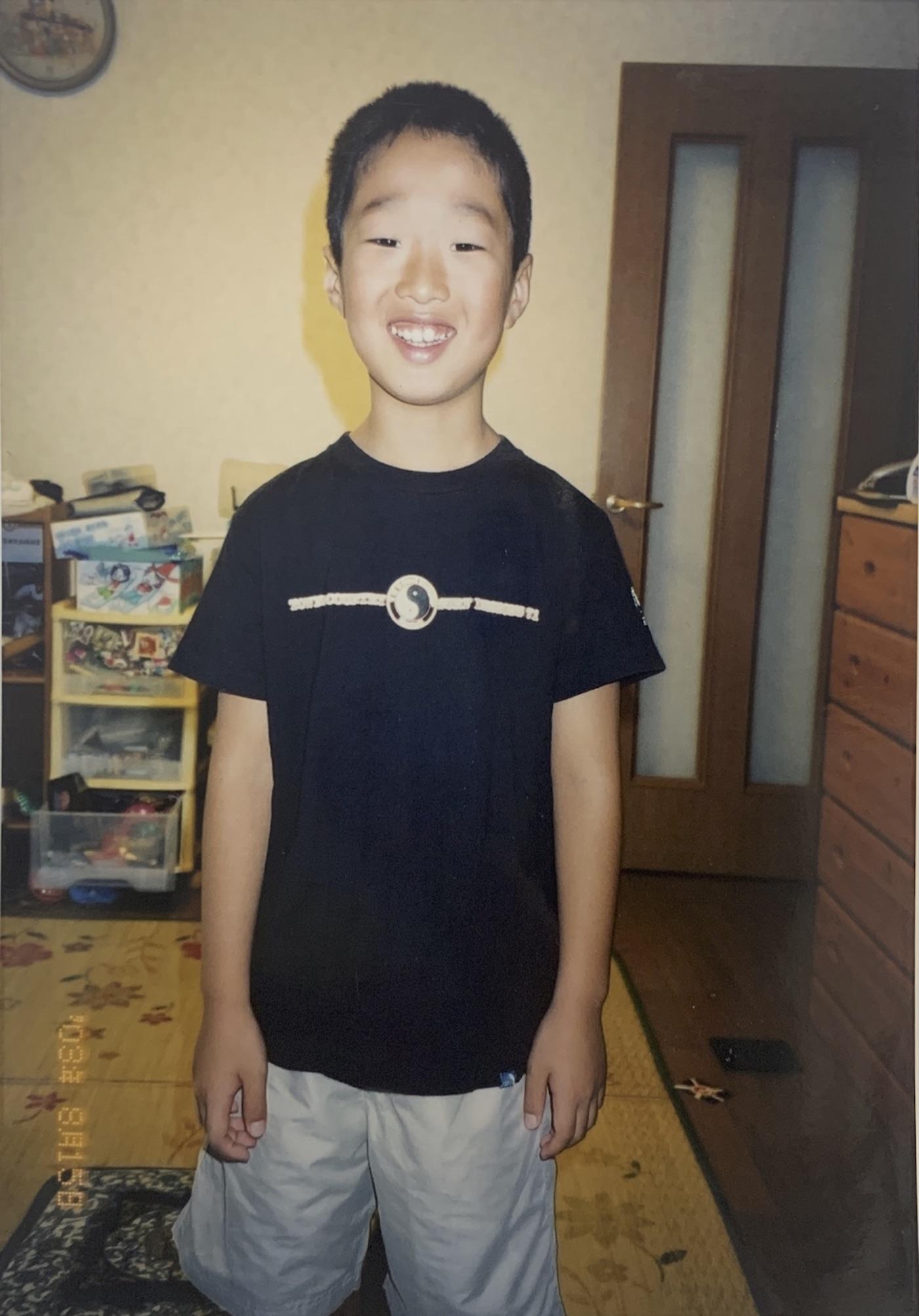 自宅での写真、当時9歳の新井光樹さん
